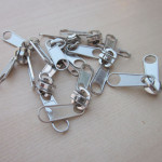 what need pay attention to when wholesale metal zippers