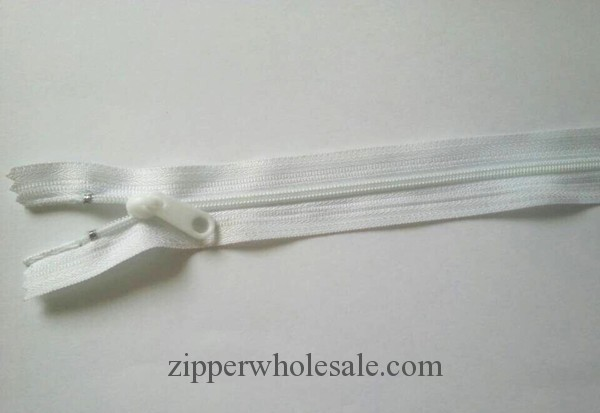 NZ101401 nylon zipper with plastic pull